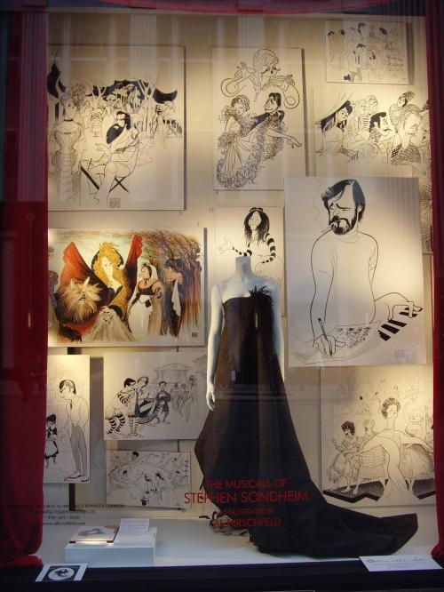 Vitrine com Ilustrações do artista Al Hirschfeld